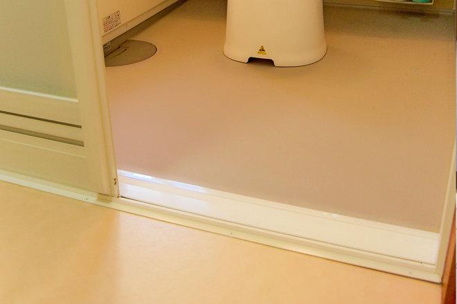 温かく滑りにくい安心な浴室