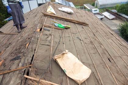 施工中:屋根瓦撤去