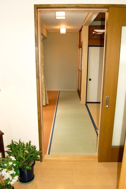 オープンな広縁と和室