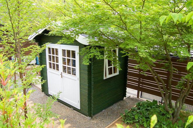 木立の中のガーデンハウス