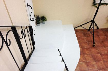 白い飾り階段