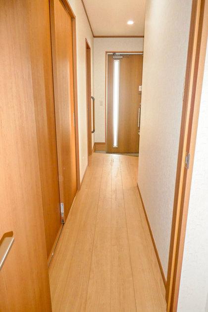 玄関へ続く廊下